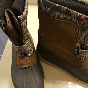 Mens size 6 Ozark Trail Duck Boots